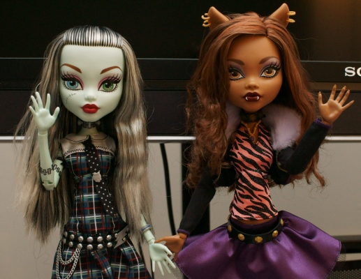 [Image: monster-high-frankie-dracu-wait-what.jpg]